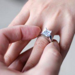 diamond-engagement-rings-on-fingers-juiboqdg